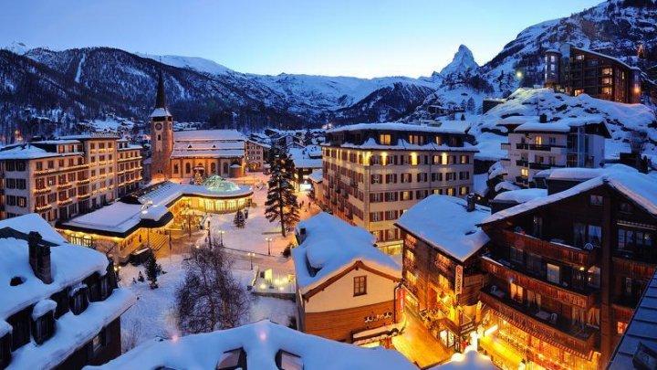 13.000 de turişti, blocaţi într-o staţiune elvețiană din cauza ninsorilor abundente