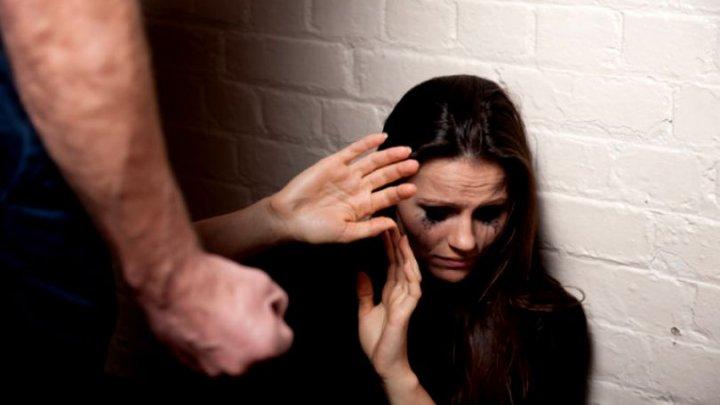 O elevă, agresată sexual de un angajat care lucra la rețeaua de canalizare în curtea unei școli