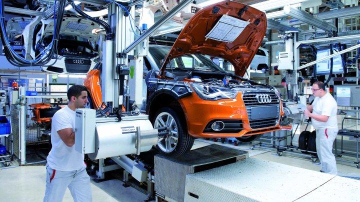 Muncitorii uzinelor Audi și BMW au intrat în grevă. Cer salarii mai mari și timp redus de muncă