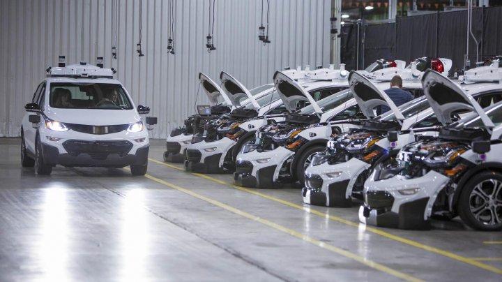 Grupul american General Motors vrea să lanseze mașini fără volan și fără pedale