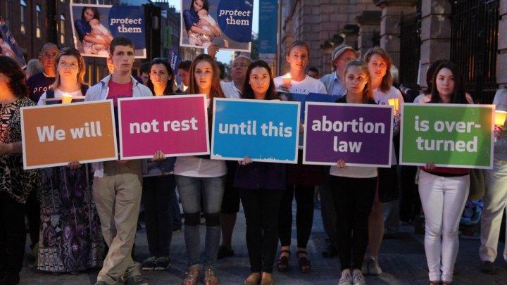 Irlanda va organiza în luna mai un referendum pentru legalizarea avortului
