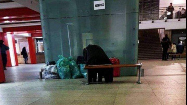 REVOLTĂTOR! O bătrânică a fost abandonată în gară de propria familie