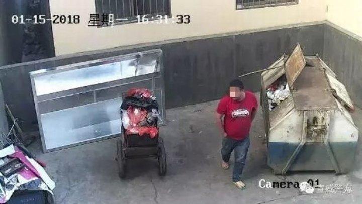 Un bărbat a fost filmat în timp ce își arunca copilul nou-născut la tomberon (FOTO)