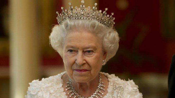 Regina Marii Britanii se teme de propria coroană. Care este motivul