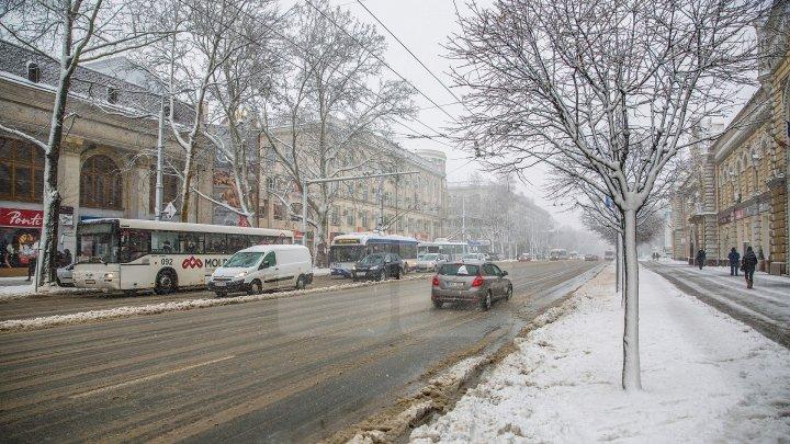 Starea străzilor din Chişinău după prima ninsoare serioasă din 2018. Anunţul primarului interimar, Silvia Radu