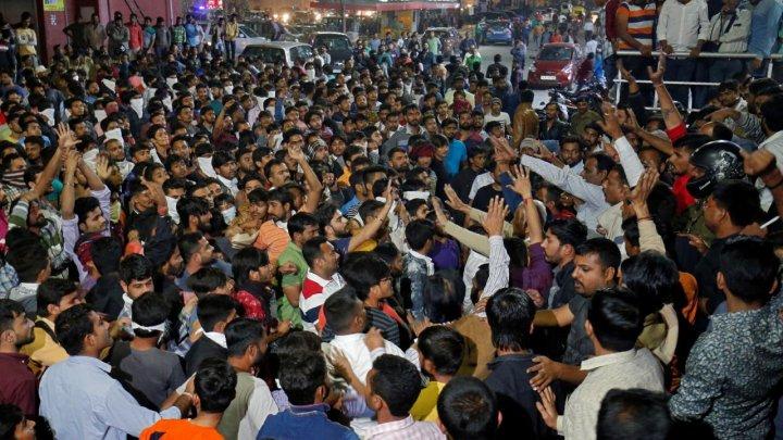 Violențe în India din cauza unui film. Un bărbat a încercat să-şi dea foc în semn de protest