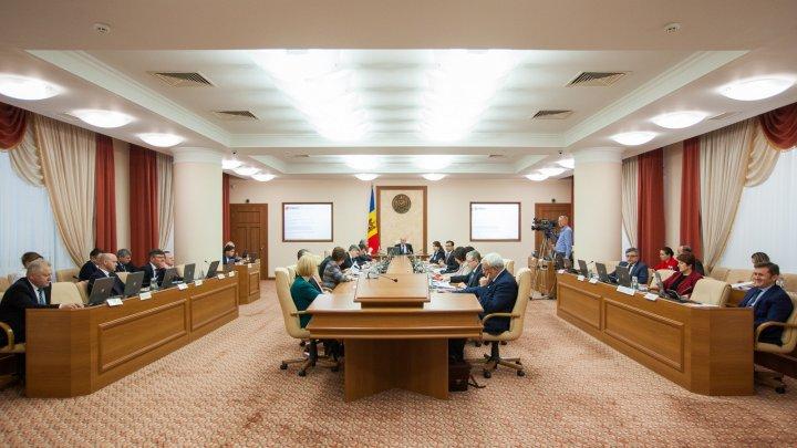 Guvernul a aprobat noi măsuri de prevenire a situațiilor de risc și de asigurare a bunăstării copilului