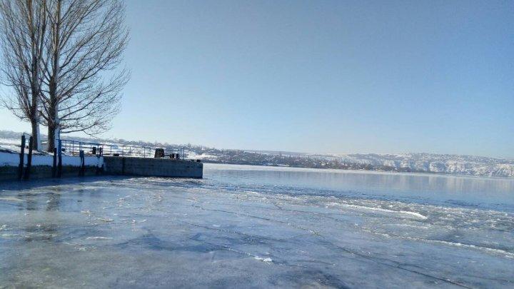 Două posturi vamale și un punct de trecere își au temporar sistată activitatea din cauza podurilor de gheaţă formate peste Nistru