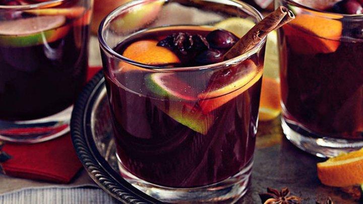 BINE DE ȘTIUT! Ce se întâmplă în organismul tău dacă bei vin fiert când e frig