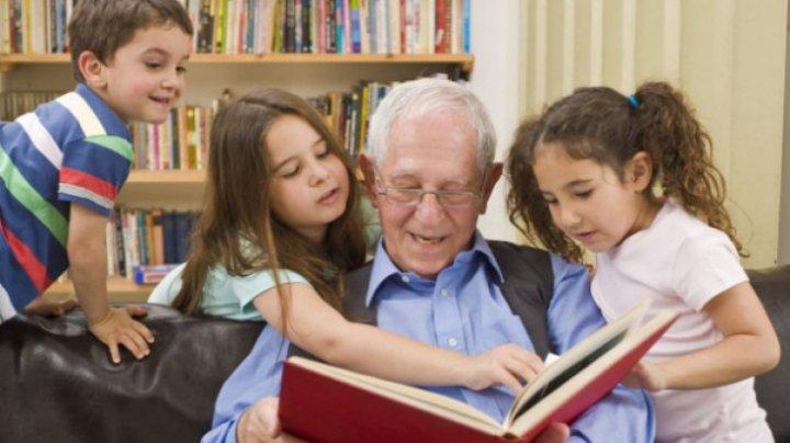 Studiu: Ce se întâmplă cu bunicii care petrec mult timp cu nepoţii