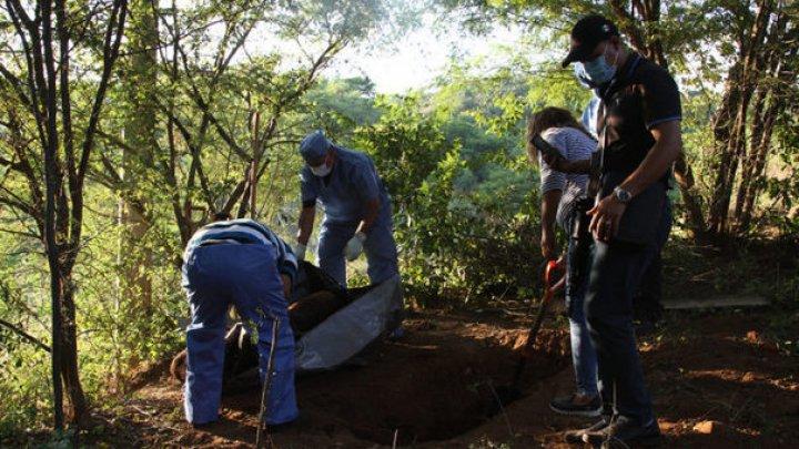 ÎNGROZITOR! Rămăşiţele pământeşti a cel puţin 32 de persoane, descoperite în gropi comune în Mexic