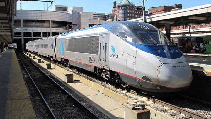 Mai mulţi politicieni americani, răniţi, după ce trenul în care se aflau s-a cicnit cu o camionetă de gunoi