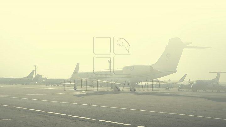 Haos pe Aeroportul Chişinău din cauza ninsorilor. Mai multe curse aeriene au înregistrat întârzieri la aterizare şi decolare