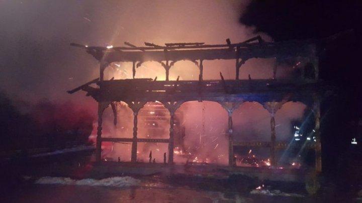 INCENDIU DEVASTATOR la o biserică din Suceava (FOTO/VIDEO)
