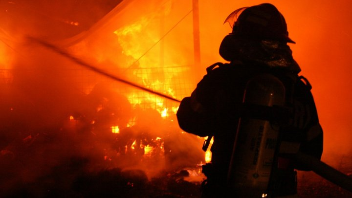 Incendiu puternic la un spital din Iași. Pacienţii au fost evacuaţi de urgență și mutați în alte spitale