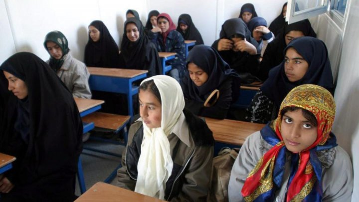Iranul a interzis predarea limbii engleze în şcolile primare