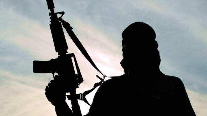 Un terorist s-a predat cu tot cu mașina capcană în care erau 13 obuze