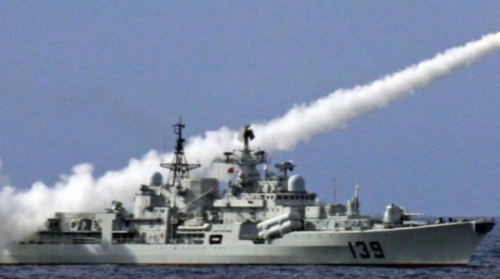 Japonia denunţă prezenţa unei nave chineze şi a unui submarin lângă insulele disputate din Marea Chinei de Est