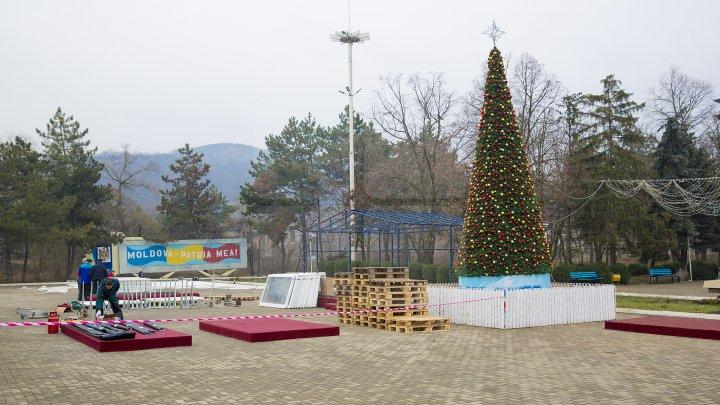 Iarnă de poveste la Nisporeni. Copiii din toate satele raionului se distrează la târgul organizat de Fundaţia Edelweiss