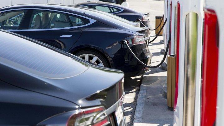 Prima țară din Europa în care mașinile electrice și hibride depășesc în vânzări mașinile tradiționale