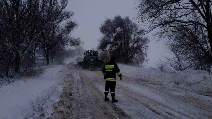 Se circulă fără dificultăţi pe toate drumurile naţionale. 150 de localităţi rămân în continuare fără curent