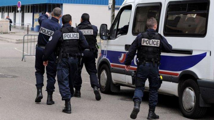 O studentă la Sorbona plănuia un atentat cu un pistol-mitralieră Kalaşnikov. Tânăra, arestată de autorităţile franceze