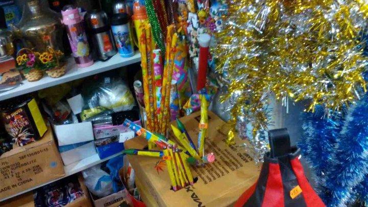 AMENZI USTURĂTOARE pentru trei vânzători din Capitală care comercializau ilegal produse pirotehnice