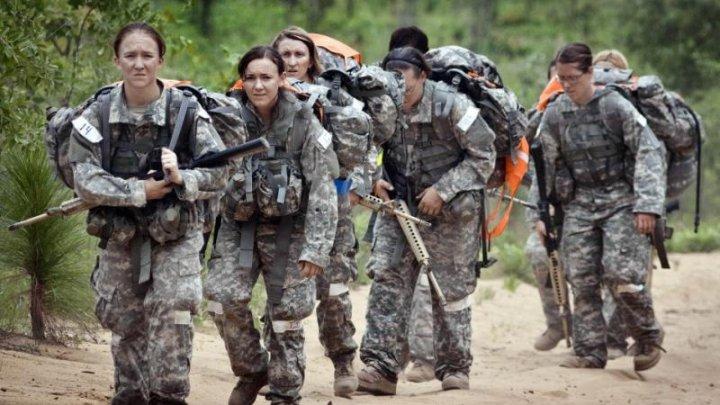 Femeile din forțele militare ale SUA protestează în fața Pentagonului pentru a atrage atenţia asupra hărţuirilor sexuale în mediul militar