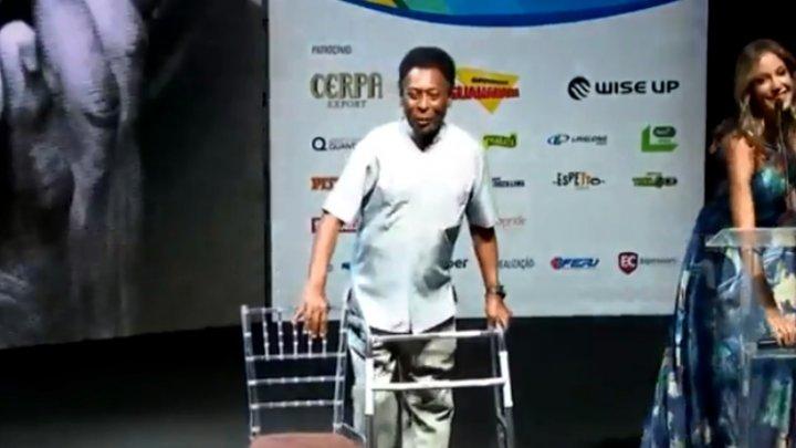 Pelé vine după o operație complicată. Brazilianul se deplasează cu un cadru metalic (FOTO)
