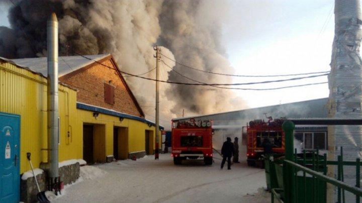 Zece cetăţeni străini au ars de vii într-un incendiu izbucnit la o fabrică de încălţăminte din Novosibirsk