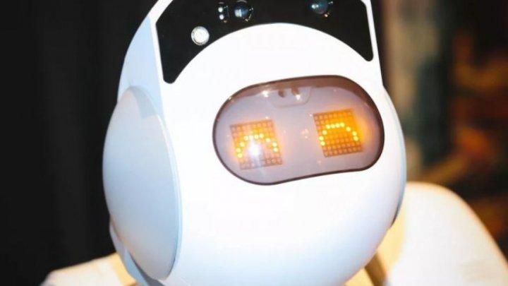 Dă cu aspiratorul şi şterge praful. Robotul Aeolus, menajera ideală pentru casa ta, a făcut senzaţie la CES 2018
