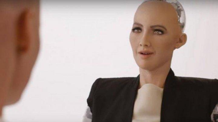 Robotul Sophia cere mai multe drepturi. Vrea să călătorească cu avionul, ca un pasager uman