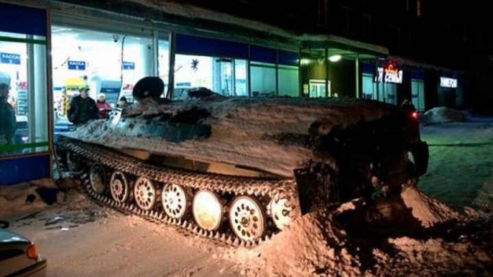 (FOTO) Un rus a distrus un magazin cu tancul. MOTIVUL E NĂUCITOR