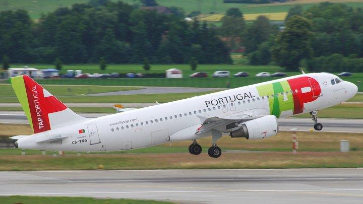 Un zbor, amânat din cauza a doi pasageri care s-au luat la bătaie în avion