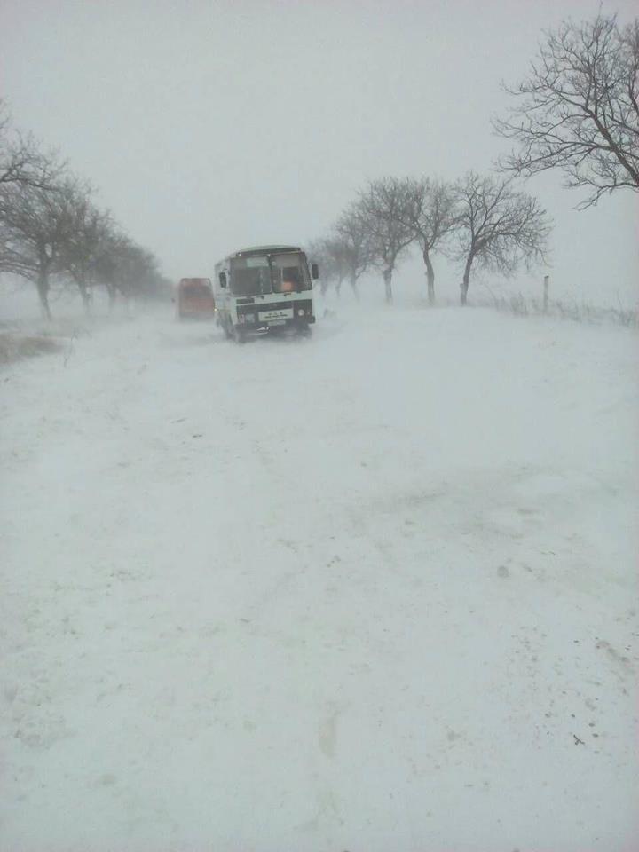 (FOTO) Pe unele trasee din ţară se formează TROIENE. Mai multe drumuri naţionale SUNT BLOCATE