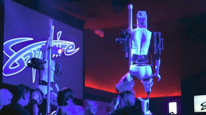 Plăceri mecanice într-un club din Las Vegas. Câţiva roboții au dansat la bară