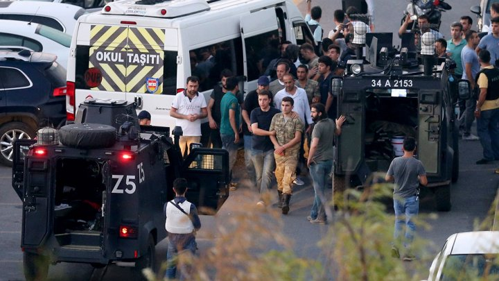 Procurorii turci cer închisoare pe viaţă pentru 267 de persoane, suspectate că au participat la puciul eşuat din 2016