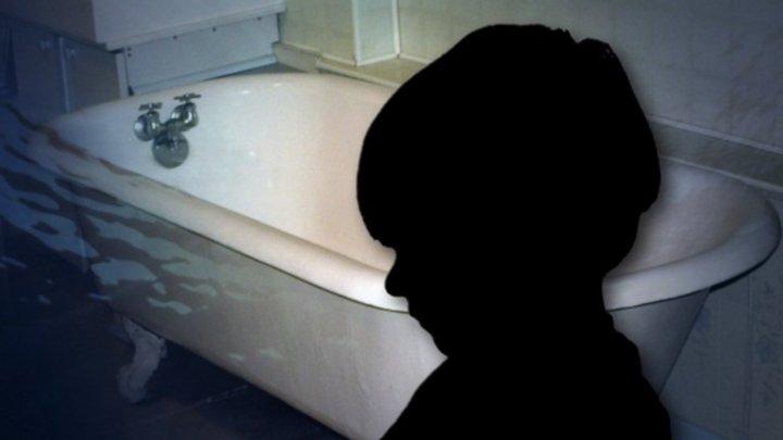 Un copil s-a înecat în cadă, la Focşani. Micuţul a fost transportat la spital în comă profundă