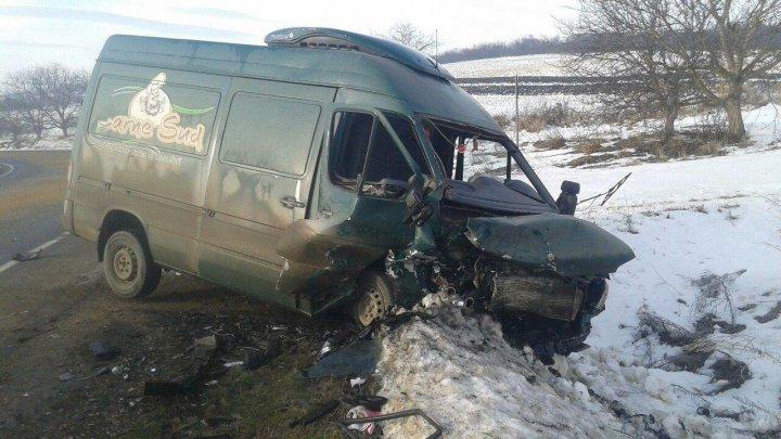 Accident groaznic pe șoseaua R-20. Două mașini, făcute zob (FOTO)