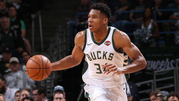 Giannis Antetokounmpo a reușit un slam-dunk incredibil în partida cu New York Knicks
