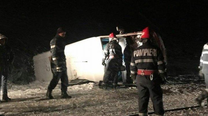 Microbuz cu moldoveni, implicat în accident în Vaslui. O persoană a avut nevoie de îngrijiri medicale