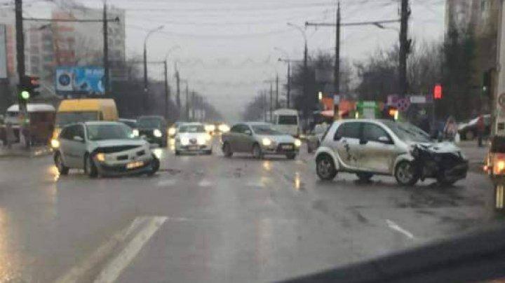 Accident violent pe strada Alba Iulia din sectorul Buiucani al Capitalei (FOTO)