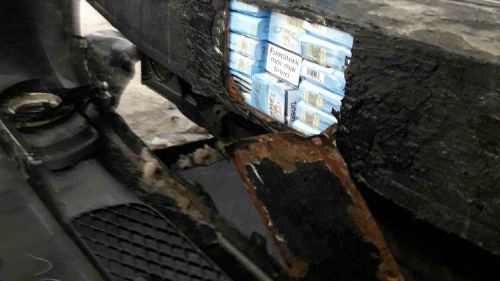 O mașină izolată termic cu 15.400 țigarete de contrabandă a fost descoperită la vamă