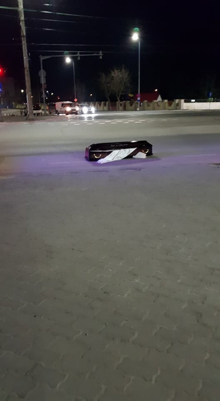 SCENE SINISTRE la Arad. MOMENTUL în care o maşină de pompe funebre îşi pierde mortul pe drum (VIDEO/FOTO)