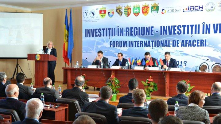 Oportunuităţi de afaceri la Cahul. 250 de agenţi economici au participat la forum