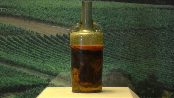 Cea mai veche sticlă de vin are 1.693 de ani. Ce efect ar avea dacă ar fi băută
