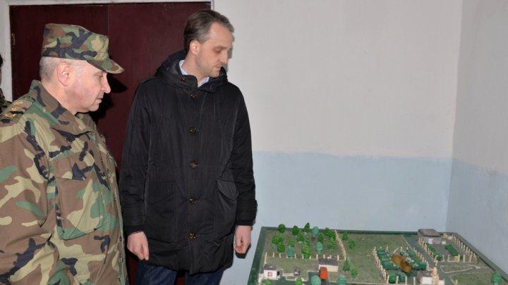 Ministrul Apărării Eugen Sturza a inspectat o unitate militară din Dănceni