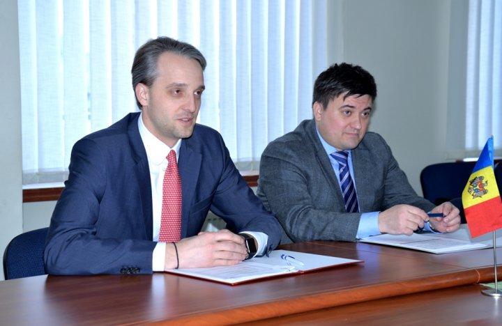 Colaborarea bilaterală în domeniul militar discutată de ministru Apărării Eugen Sturza şi ambasadorul Slovaciei în Republica Moldova, Dušan Dacho