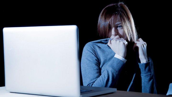 Astăzi este celebrată Ziua Siguranței pe Internet. Unde trebuie să suni dacă ai devenit victima unui abuz online