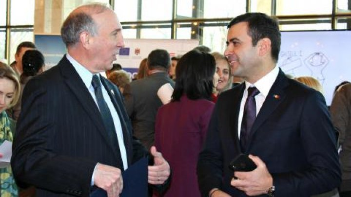 Ziua funcţionarilor din administraţia locală, prilej de discuţii cu ministrul Chiril Gaburici